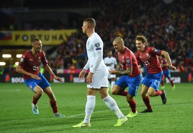 อังกฤษแพ้การแข่งขันรอบคัดเลือกในรอบ 10 ปี