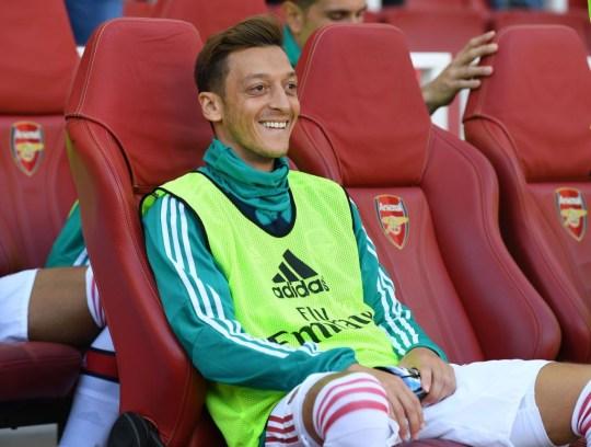 Unai Emery อ้างว่า Mesut Ozil ไม่สมควรเป็นตัวแทนในการชนะ